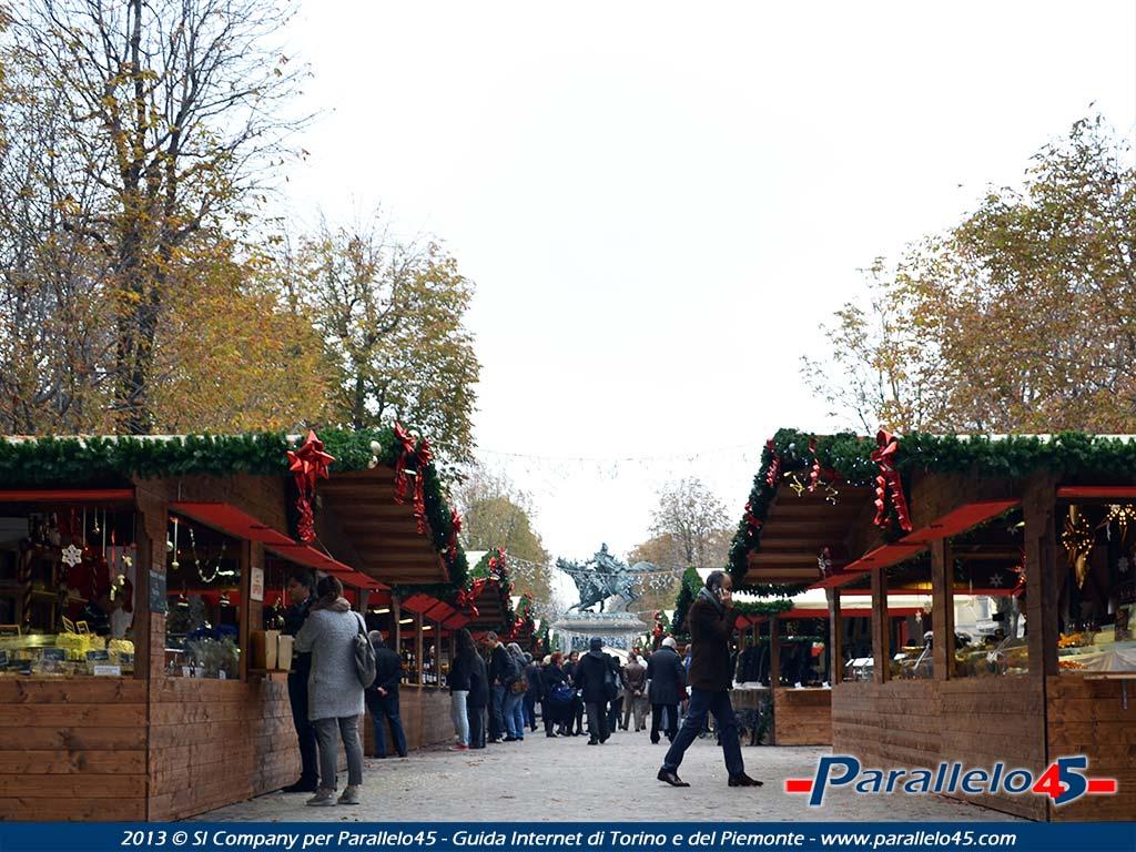 Immagini Natale 1024x768.Torino Mercatino Di Natale Francese In Piazza Solferino Formato