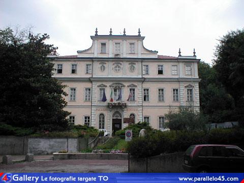 Rivoli to palazzo civico villa cane d 39 ussol for Palazzo villa torino