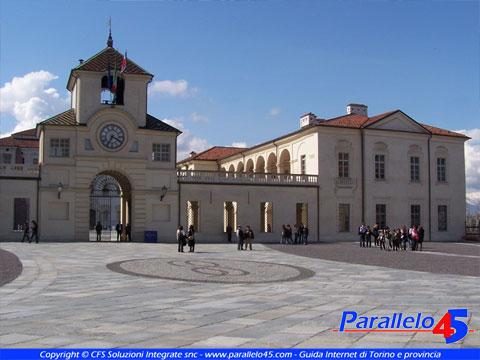 Venaria reale to torre dell 39 orologio all 39 ingresso della - Piscina di venaria ...